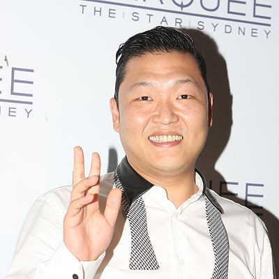 Psy recevant le prix de la meilleur video lors des MTV Europe Music Awards